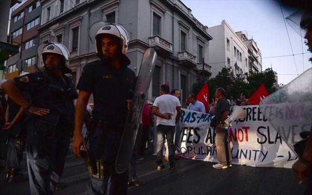 Λαφαζάνης: Χουντικού τύπου κυβερνητικές απαγορεύσεις και αστυνομικός αυταρχισμός των πιο σκοτεινών εποχών