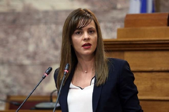 Η κυρία Αχτσιόγλου εξαπατά τους εργαζόμενους με τις υποσχέσεις για δήθεν αυξήσεις στον κατώτατο μισθό