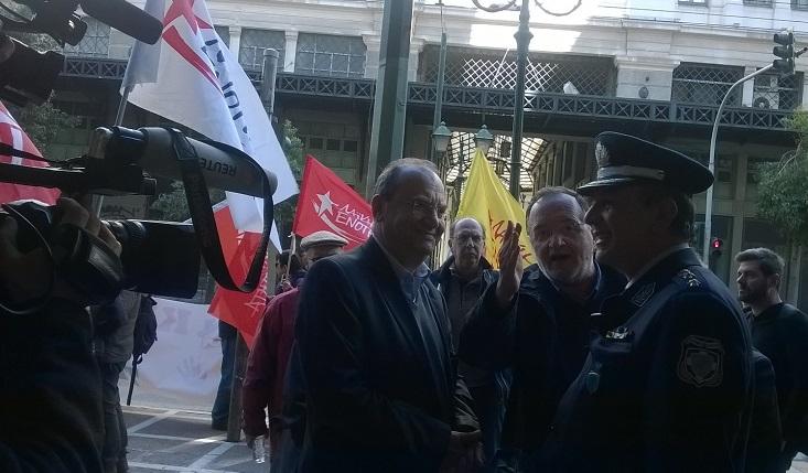Επίθεση των ΜΑΤ κατά της ΛΑ.Ε σε συμβολαιογραφείο επί της Σταδίου 39 – Νίκη του κινήματος η αναστολή του πλειστηριασμού