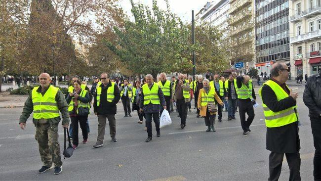 """Κίτρινα Γιλέκα και στο Σύνταγμα για αλληλεγγύη στη Γαλλική εξέγερση των """"κίτρινων γιλέκων""""."""