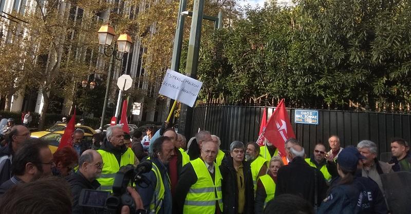 Κίτρινα τα γιλέκα και στην Ελλάδα έξω από τη γαλλική πρεσβεία