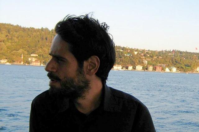 Η Athens Voice, ο ΣΥΡΙΖΑ και η σαπίλα του «γραβατωμένου φασισμού»