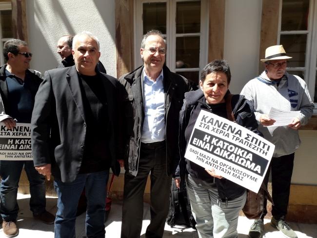 Δημήτρης Στρατούλης και Βασίλης Μαυρέλος σε μεγάλη κινητοποίηση κατά των πλειστηριασμών στη Χίο