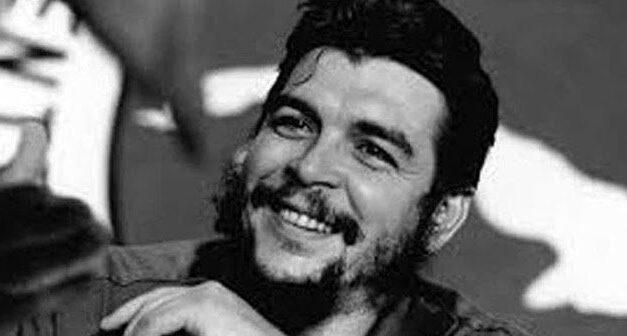 """«Άλλα βουνά στον κόσμο με διεκδικούν»: 53η επέτειος από το θάνατο του """"Τσε"""" Γκεβάρα"""