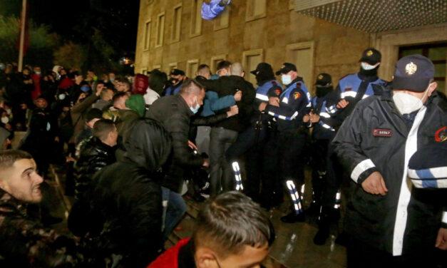 Νίκη στον αγώνα του αλβανικού λαού για δικαιοσύνη. Σήμερα ο Κλόντιαν, αύριο εσύ κι εγώ