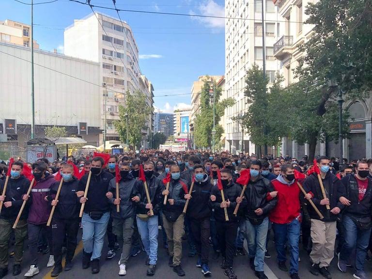 Παραγωγική διάρθρωση της ελληνικής οικονομίας, ΕΒΕ και απόφοιτοι των ελληνικών πανεπιστημίων