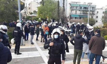 Η ΛΑΙΚΗ ΕΝΟΤΗΤΑ καταδικάζει τη μαζική απόβαση δυνάμεων της ΔΙΑΣ και της  ΟΠΚΕ και τον ξυλοδαρμό πολιτών μέρα μεσημέρι στη Πλατεία της Νέας Σμύρνης