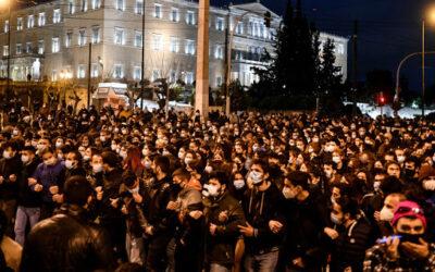 Η διαρκής μαζική κινητοποίηση του λαού για τη δημοκρατία δείχνει ότι το σχέδιο της κυβέρνησης να οικοδομήσει ένα αυταρχικό αστυνομικό κράτος μπορεί να ανατραπεί!