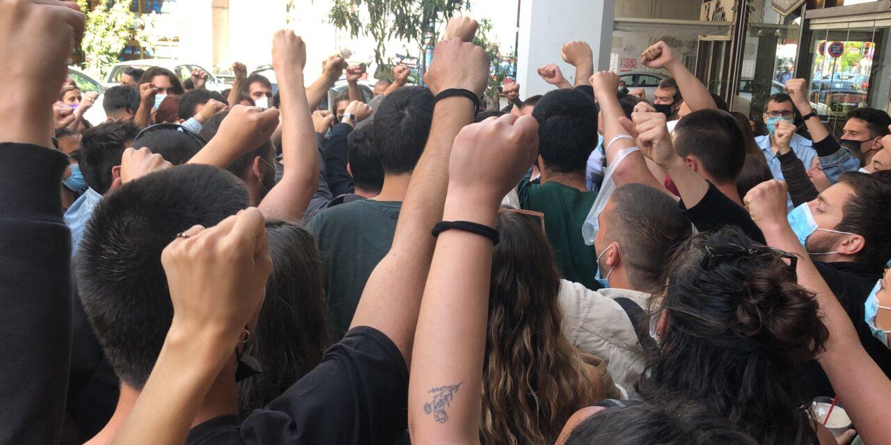 Η αθώωση του Γιώργου Καλλινάκη αποτελεί ανάσα για τον κόσμο του αγώνα και της αλληλεγγύης, δικαίωση για το αντιφασιστικό κίνημα