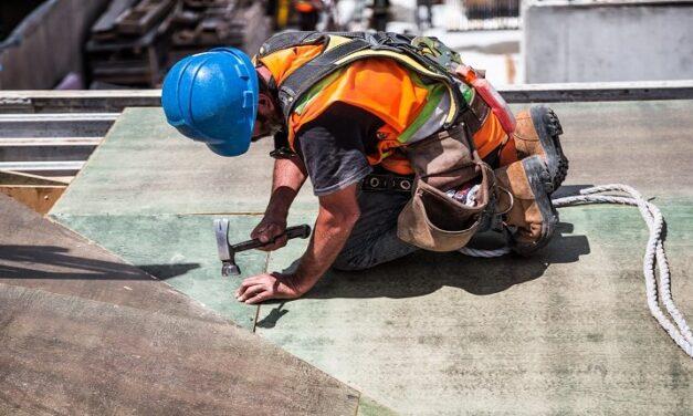 Ο καύσωνας βλάπτει σοβαρά την υγεία των εργαζομένων. Μέτρα τώρα και όχι ευχές και ανέξοδες συστάσεις που δεν υλοποιούνται