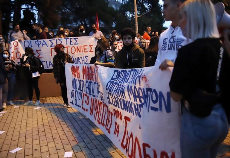 Πως φτάσαμε στην αναζωπύρωση του οργανωμένου φασισμού με θέατρο επιχειρήσεων τα σχολεία της Θεσσαλονίκης;